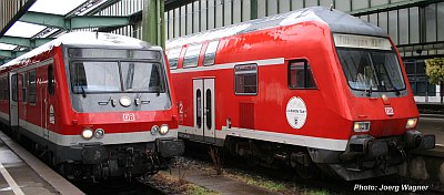 Zwei Nahverkehrszüge in Stuttgart Hbf