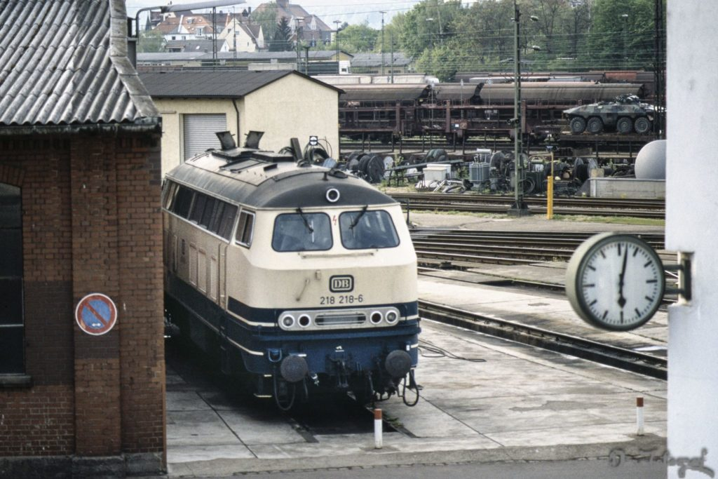 218 218-6 im BW1 Regensburg 3. Mai 1993